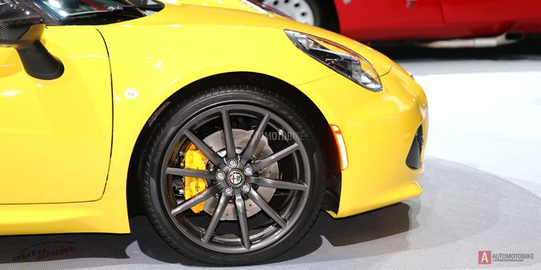 17-дюймовые литые диски Alfa Romeo 4C Spider на автосалоне в Нью-Йорке 2015