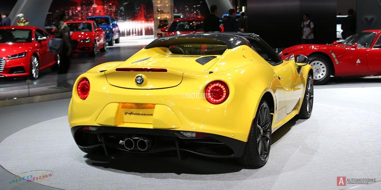 Новый экстравагантный Alfa Romeo 4C Spider на автошоу в Нью-Йорке 2015