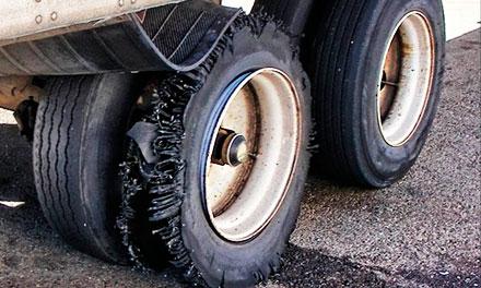 Разрыв шины на трессе. Что делать в такой ситуации
